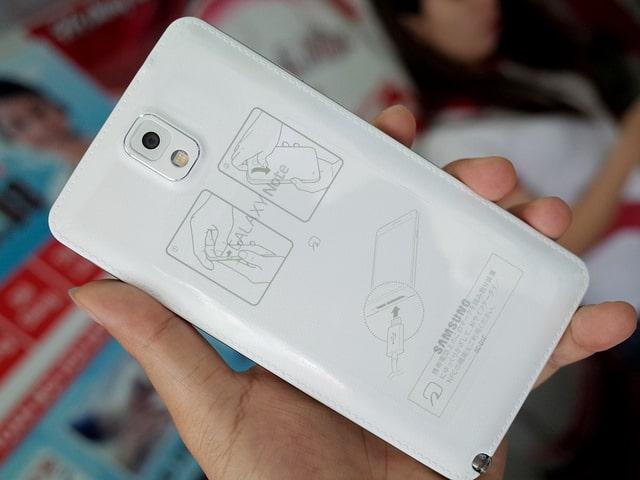 Mặt sau của máy Samsung Galaxy Note 3 nhà mạng AU